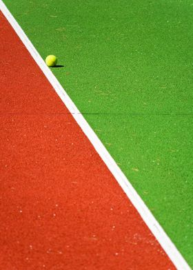 Red, green line, yellow tennis ball - ©Silvia Ganora -  ...