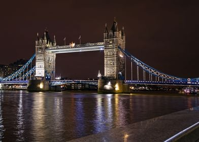 The world famous and truly beautiful Tower Bridge, span ...