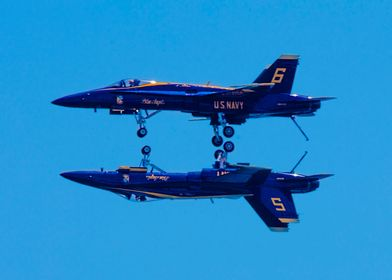US NAVY Blue Angels In Mirror Formation