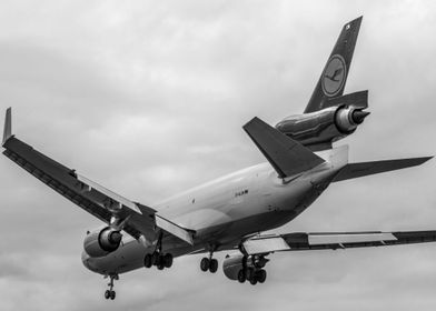 MD11 - Black & White