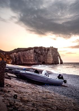 Boat in front of the cliff